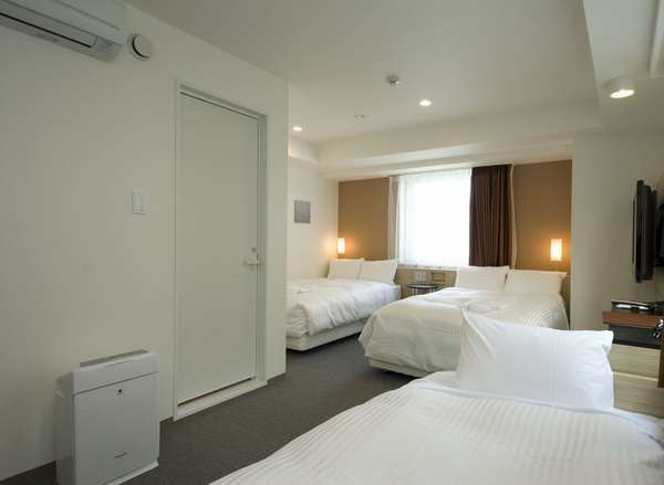 ☆プレミアムツイン☆28.1㎡☆お部屋に備え付けのソファーベットを加えれば、3名様のご利用も可能です♪