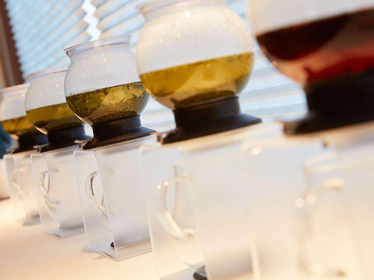 ロビーで静岡茶のテイスティングができます。