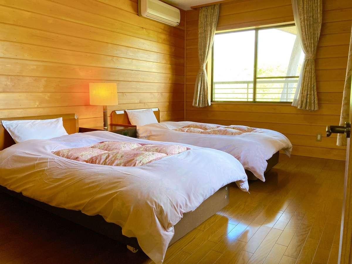 ベッドルームは各棟に二部屋ございます。