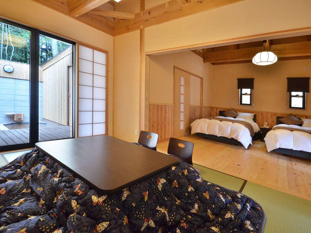 【冬季】露天風呂付離れ客室。和室と寝室の2間から構成されています。