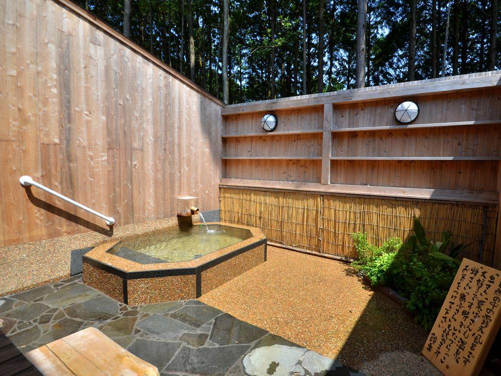 全ての客室に専用露天風呂が備わっております。