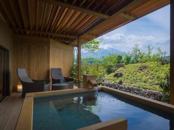 明見Aタイプ/富士と対座する温泉露天風呂(写真は442号室デッキテラス付き)