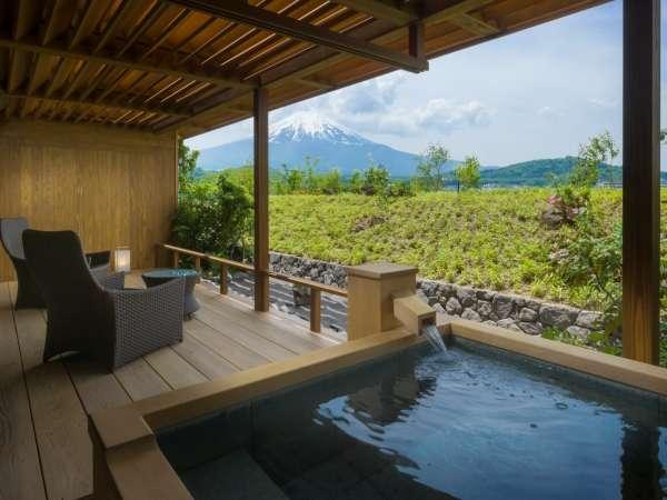 福地Aタイプ/富士と対座する温泉露天風呂(写真は443号室デッキテラス付き)