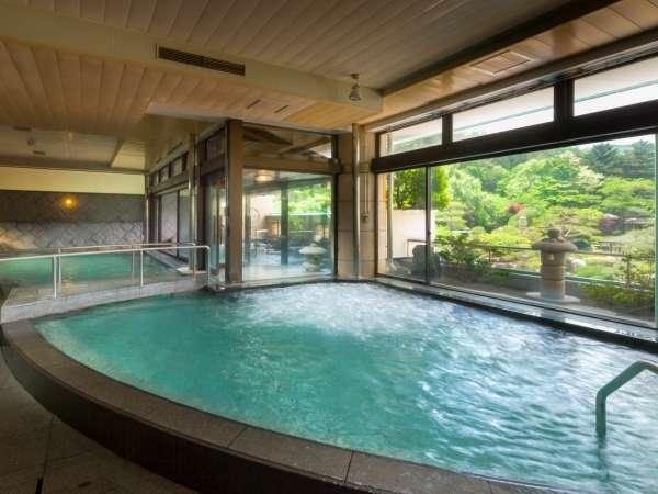 赤富士大浴場内湯(殿方)/鐘山苑の大浴場もご利用頂けます