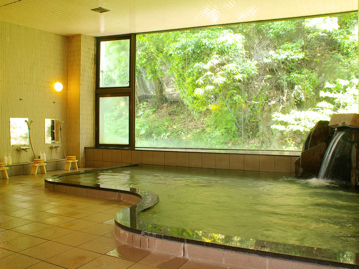 【大浴場】山々を眺めながら、ゆったりと疲れをお取り下さい