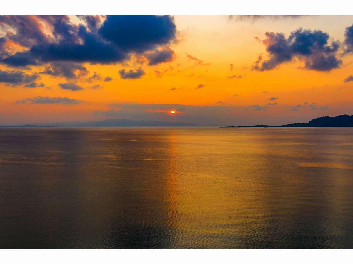 名蔵湾夕日