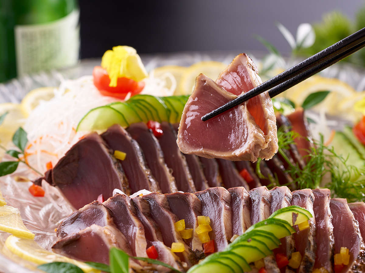 【★2021秋の料理フェア★】大ぶりカットのカツオたたき※イメージ