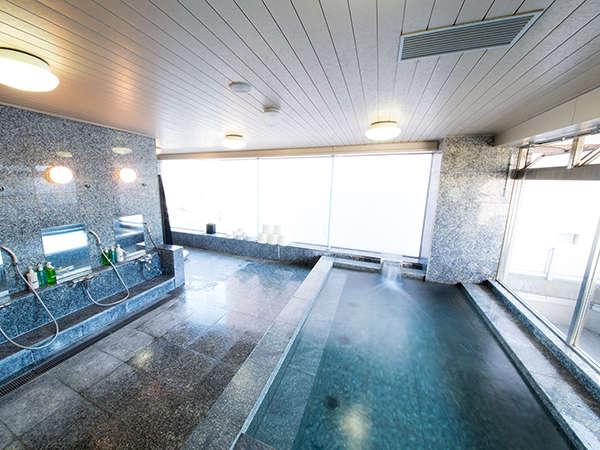8階サウナ付展望浴場 大きな湯船に浸かって一日の疲れをお取り下さい。時間17:00~23:00 6:00~9:00