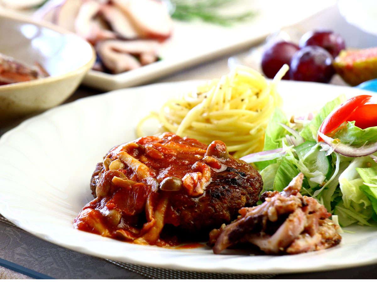 夕食の一例☆手作りハンバーグと季節の魚介類など