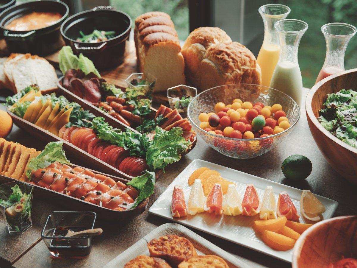 「モーニングブッフェ」デトックススープやお好みの具材でオリジナルサンドを召し上がれ。