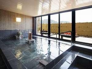【大浴場】お風呂に入る前はしっかり水分補給、脱衣所には活性化水素水をご用意してます