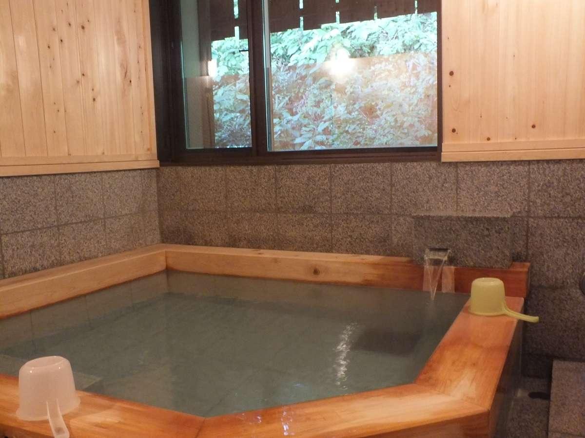 わたの湯:檜の浴槽が特徴です