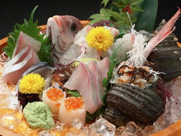 【季節のお造り一例】地元で獲れた新鮮な海の幸をお楽しみください♪