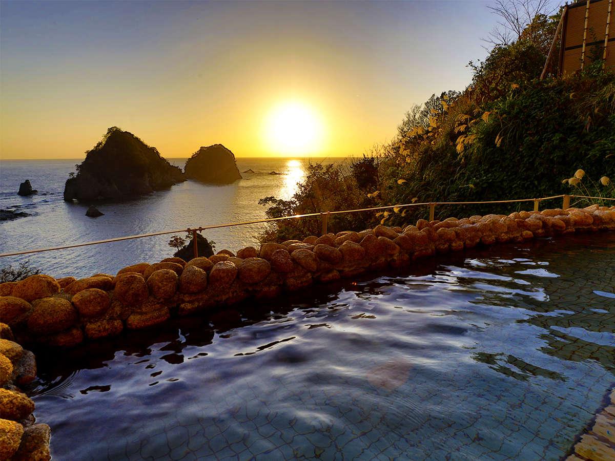 男女別露天風呂~男女ともに三四郎とと駿河湾を一望する絶景を楽しめる