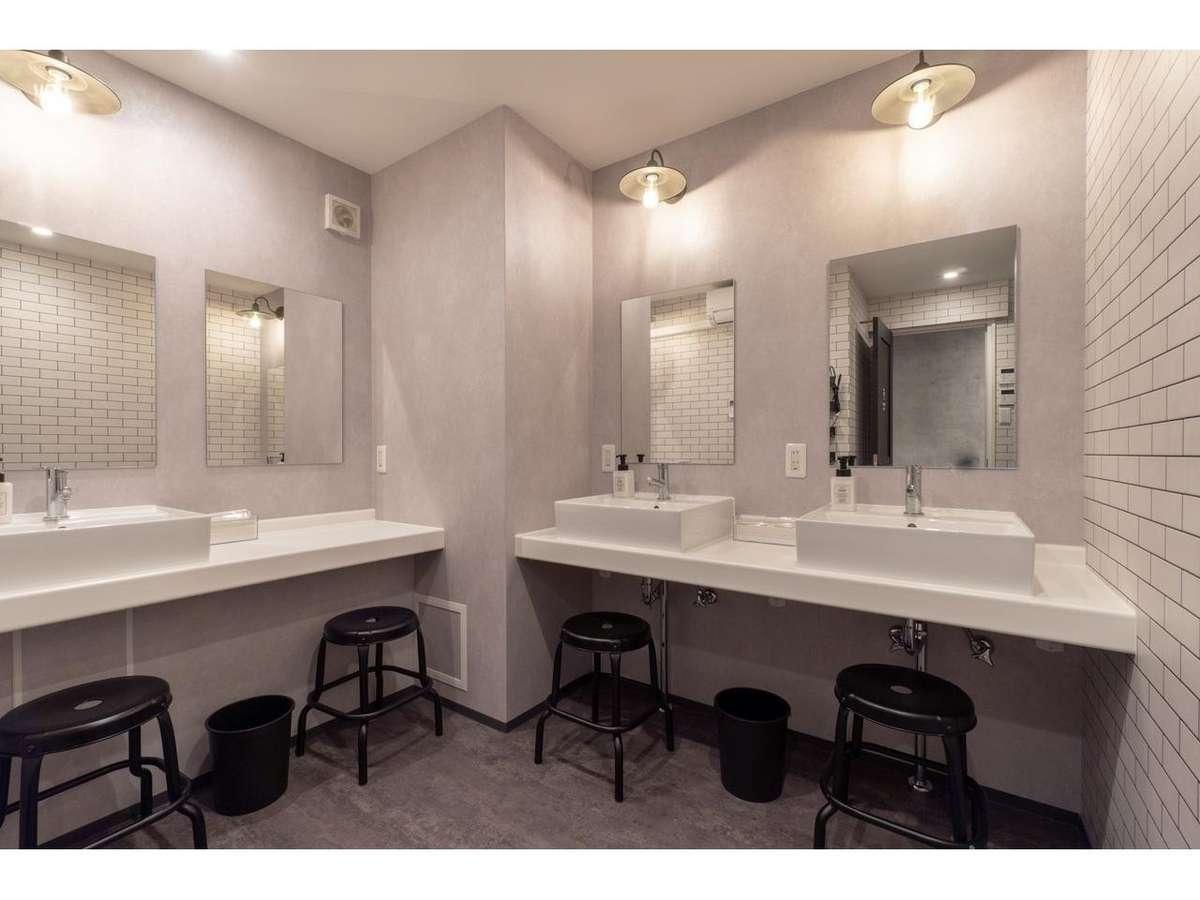 共用部のリノベ洗面所は毎日清掃・消毒。