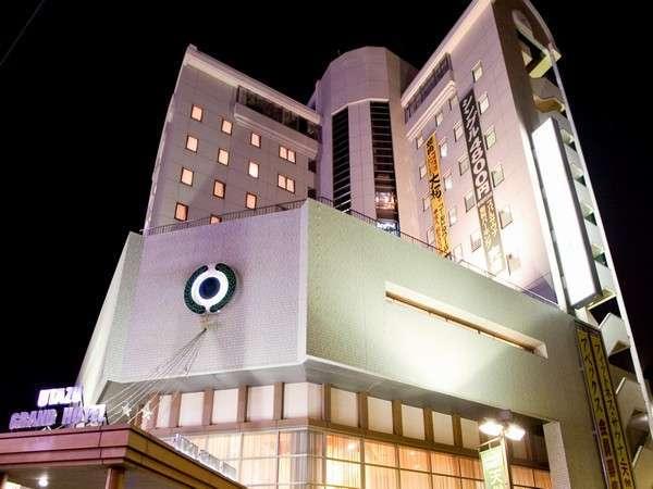 ホテルは11階建て。大通りに面しているから、すぐに見つかります