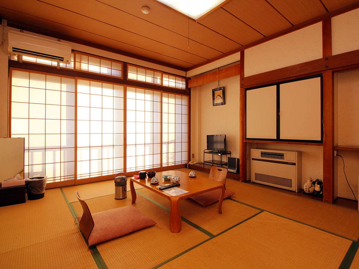【客室8~10畳】ゆったり贅沢♪8~10畳の和室+踏込の客室タイプは当館人気No.1!ご予約はお早めに