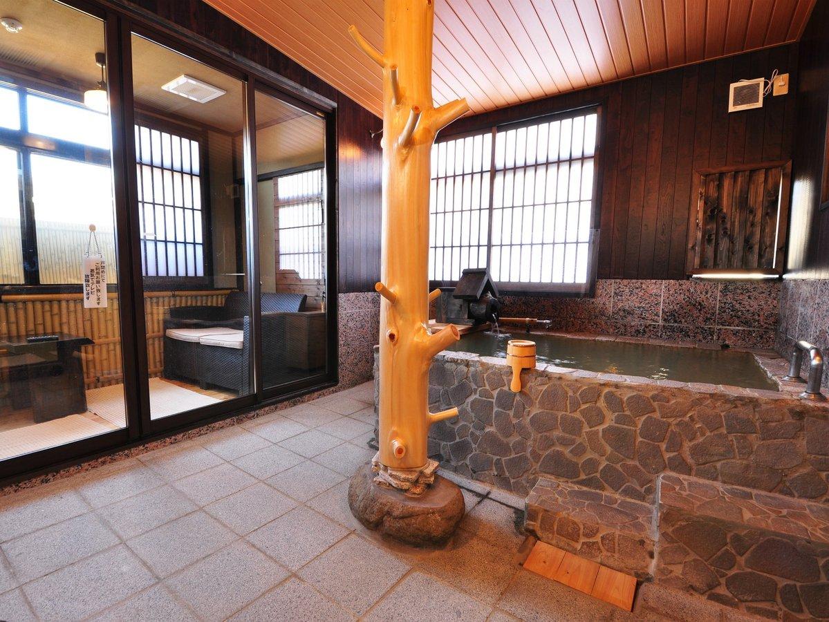 【あせび】石造りの半露天風呂付客室(源泉かけ流し)