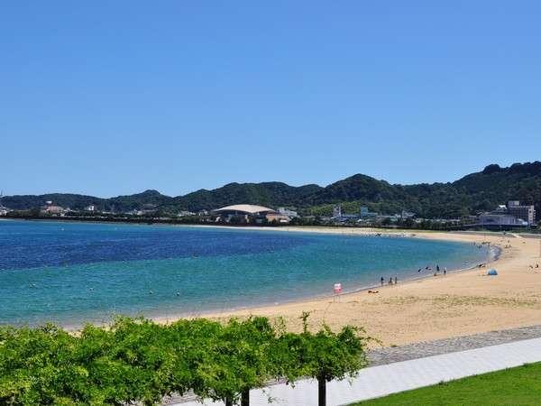 快水浴場百選の特選ビーチ『ブルービーチ那智』は県下最長の広ーいビーチ