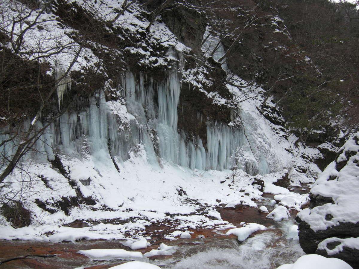 横谷渓谷の冬名物「氷瀑」。滝が凍ります。