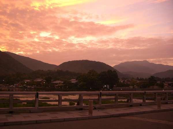 ☆渡月橋から見る小倉山の夕暮れ。ロマンティックです。