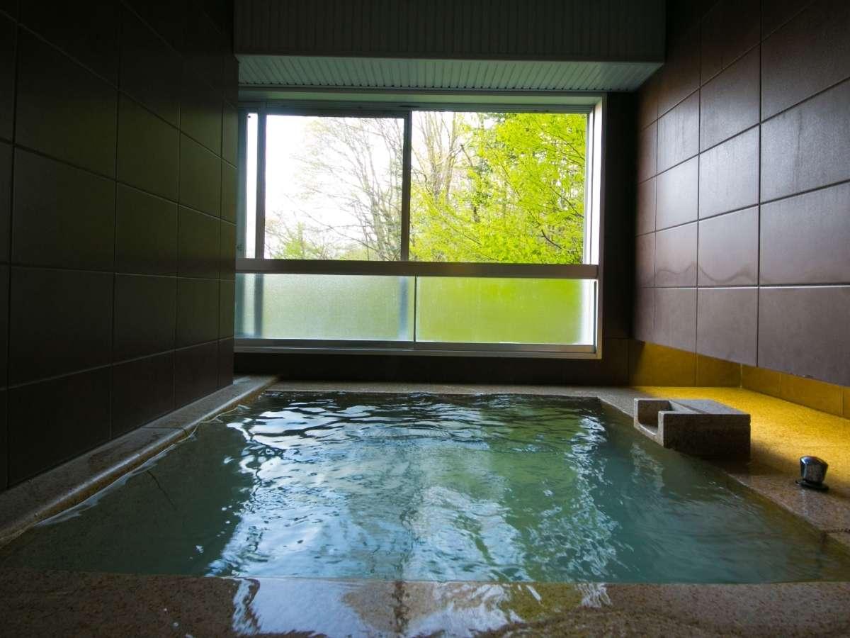 【客室展望風呂】全客室に十分な広さの展望風呂温泉が備わっています。