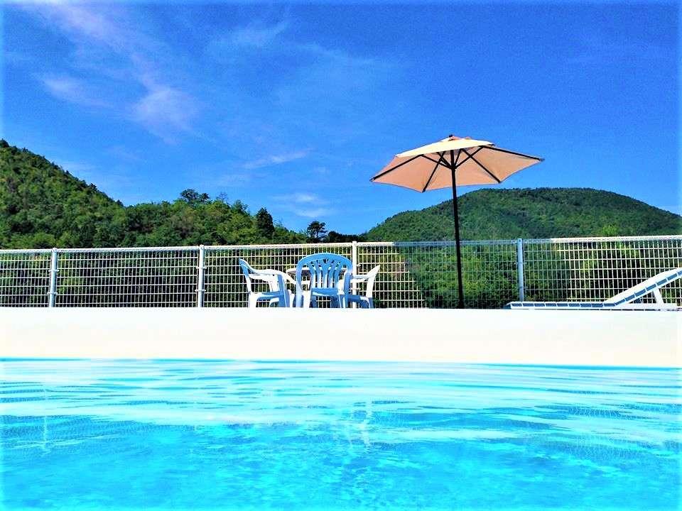 【7月~8月限定】 夏季限定渓流プール。 山々に囲まれた自然豊かな癒しの場所