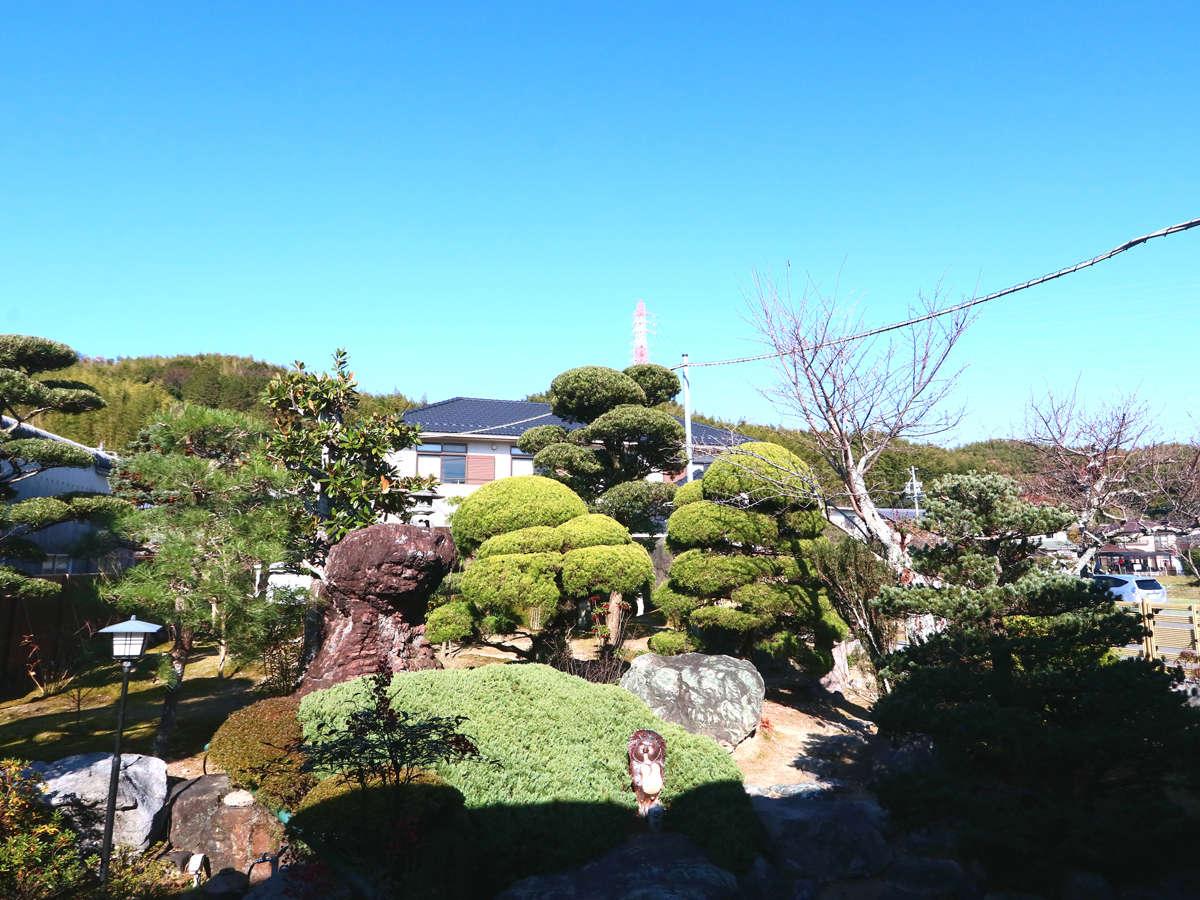 施設◆お部屋からは四季の景色を感じる庭園を望むことが出来ます