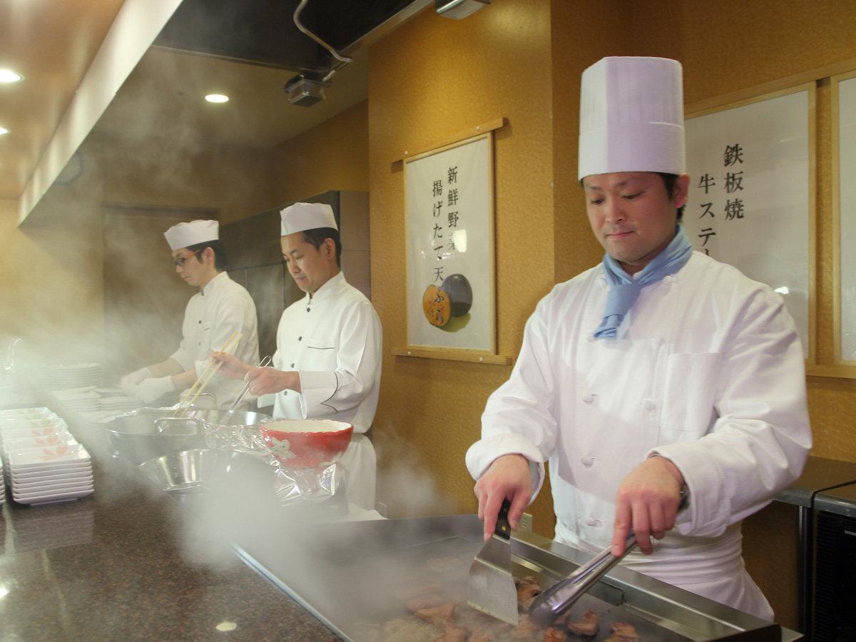 夕食 オープンキッチン実演料理