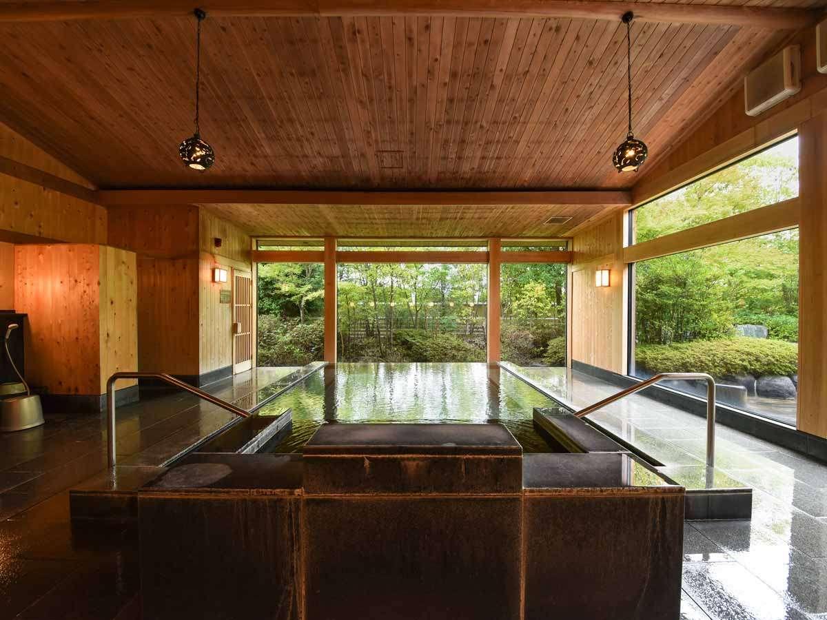 *【大浴場】窓が大きく眺めゆったりの大浴場。