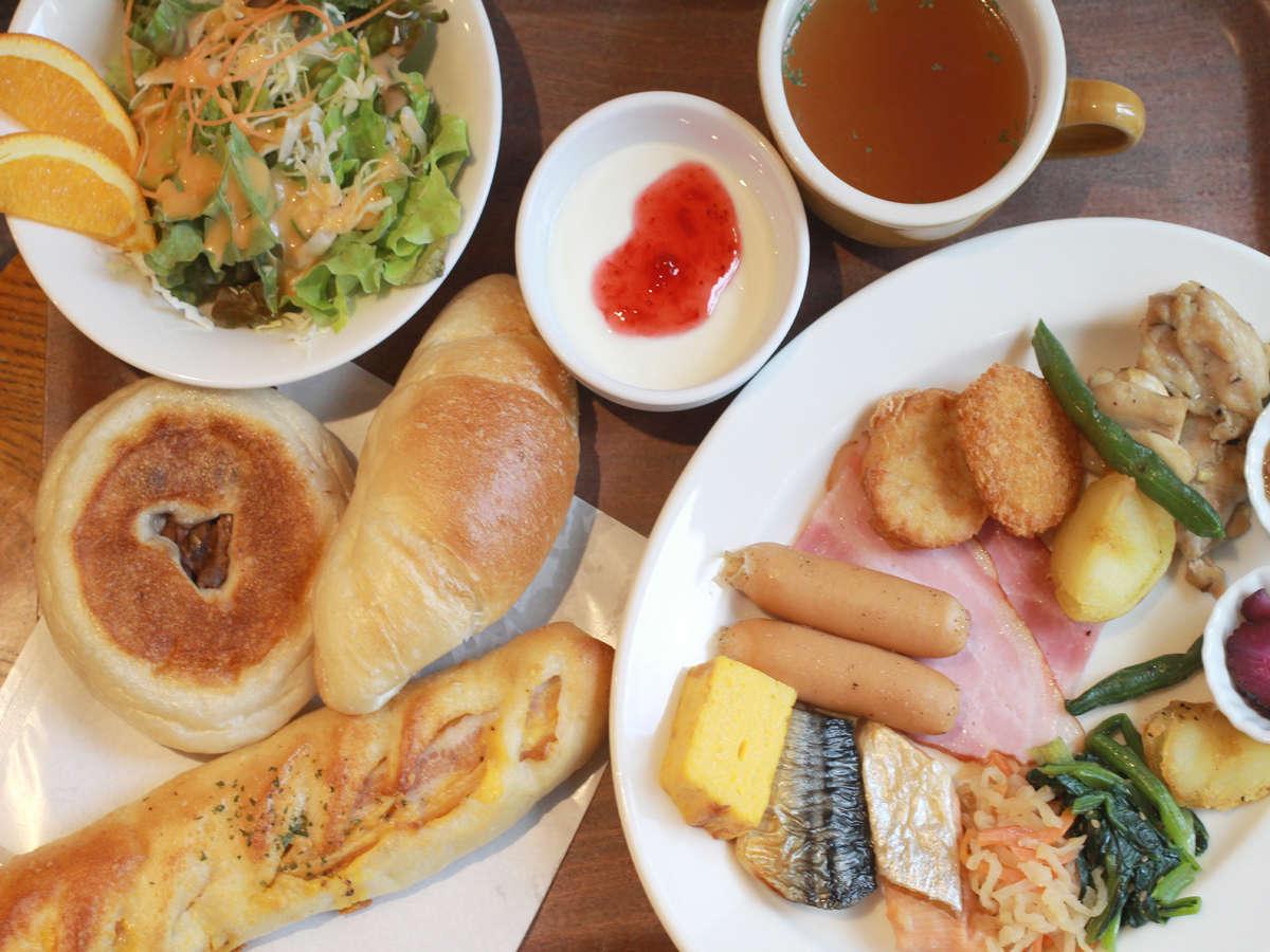 1階テナント「ANTIQUE」のパンも食べられる朝食(セットメニュー)