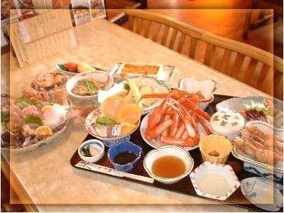 地物満載♪日本海の幸満喫!鮮魚が盛りだくさん!お客様に好評のお夕食です♪