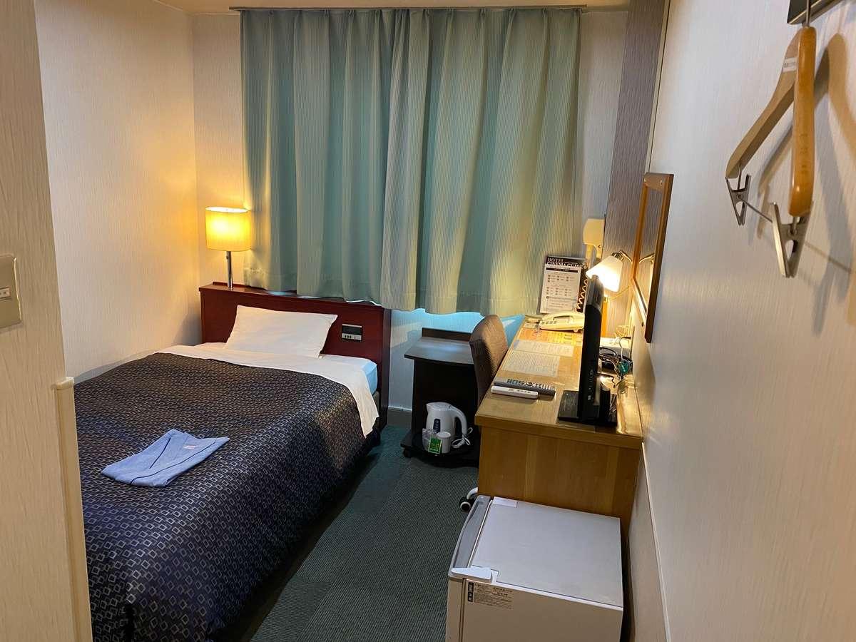 【シングルルーム】禁煙室・喫煙室ともに全室、羽毛布団をリニューアルしております。