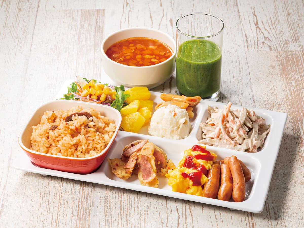 【忙しい朝に健康サポート】食物繊維たっぷりのごぼうサラダとごくごく飲めるスムージーがおすすめです。