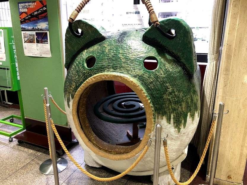 『じばさん三重』日本一の蚊やり豚がお出迎えです。