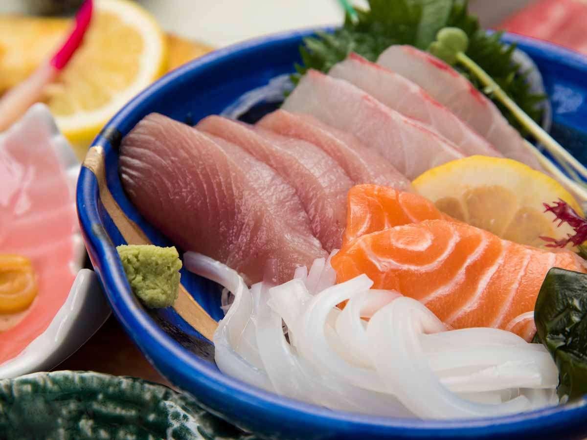 *【夕食/お造り】料理長みずから漁で獲ってきた新鮮な魚介類をどうぞ