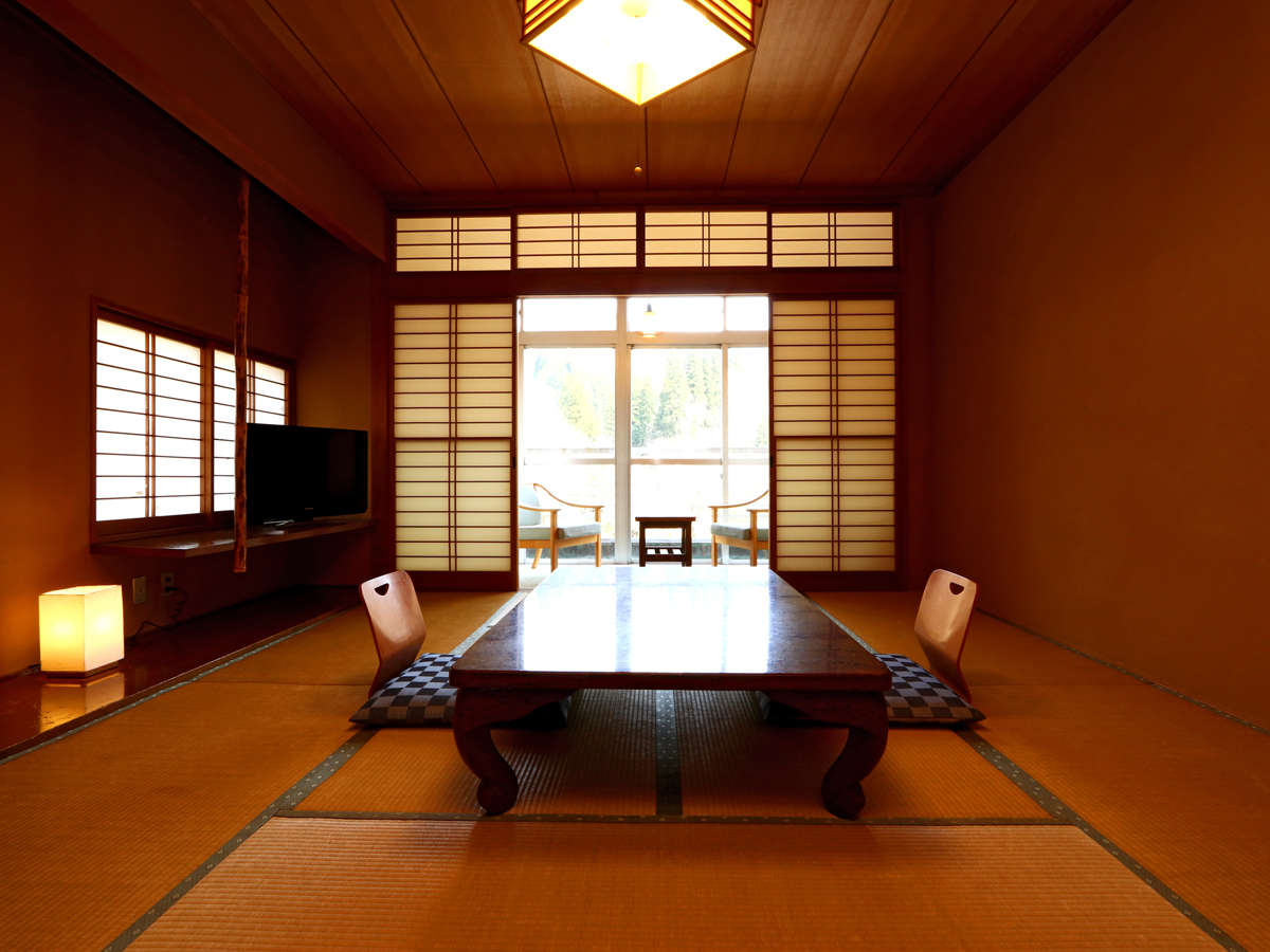 《和室8~10畳》落ち着いた空間で景色を眺めながらお過ごしください。