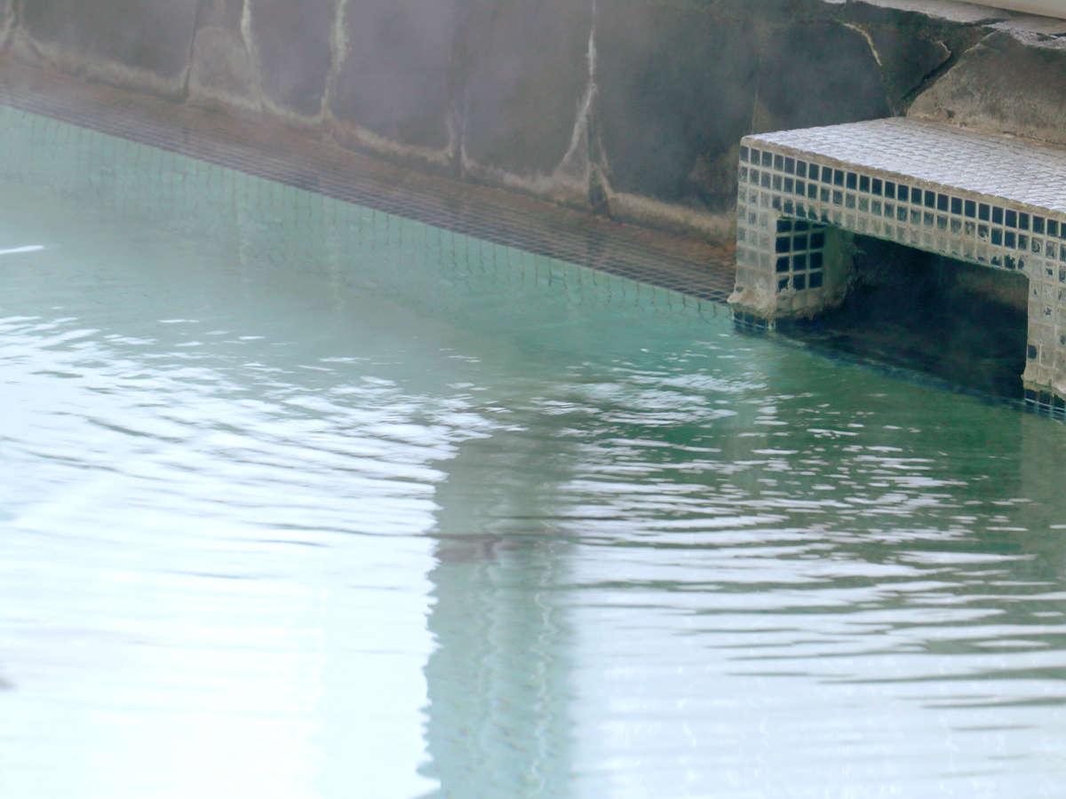 透き通る程、美しい湯《天然水晶温泉》