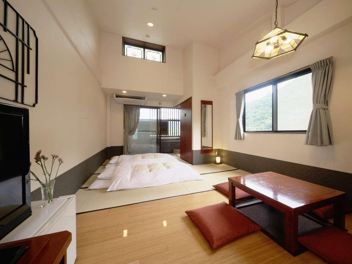 一の湯新館露天風呂付客室例