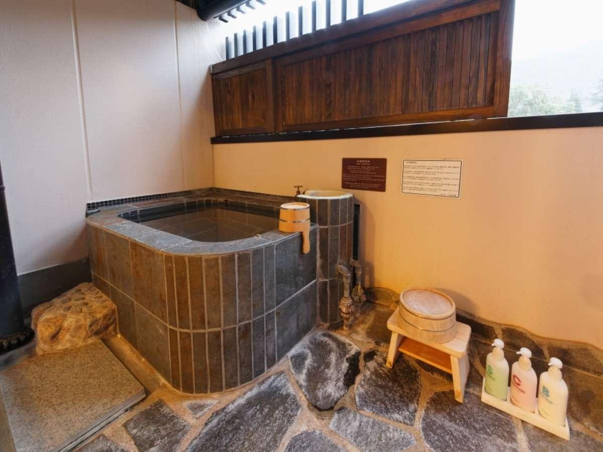 客室専用の源泉掛け流しの露天風呂