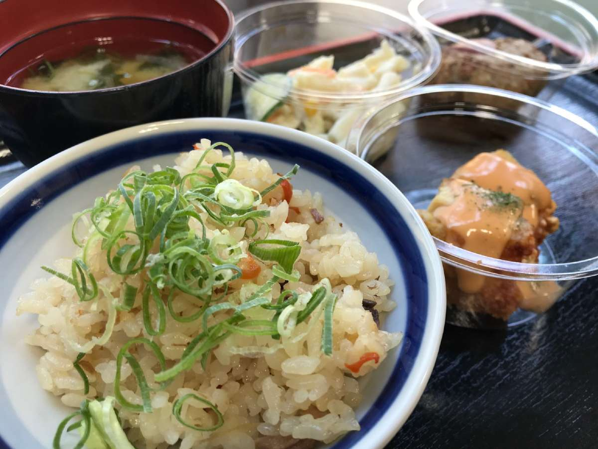 朝食(高知のごはん、カツオ飯)