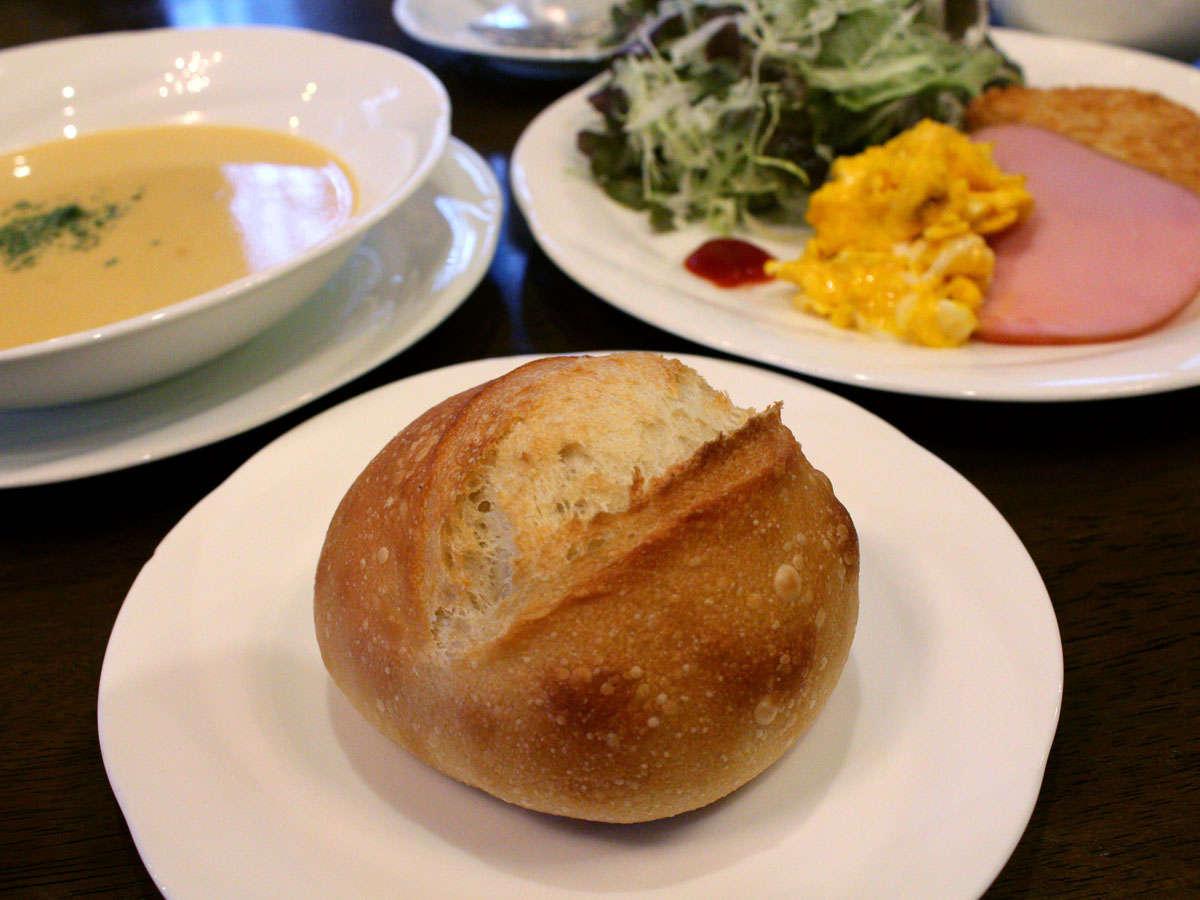 天然酵母!自家製焼きたてフランスパンの朝食