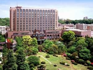 緑に囲まれた、ラグジュアリーホテルへようこそ。