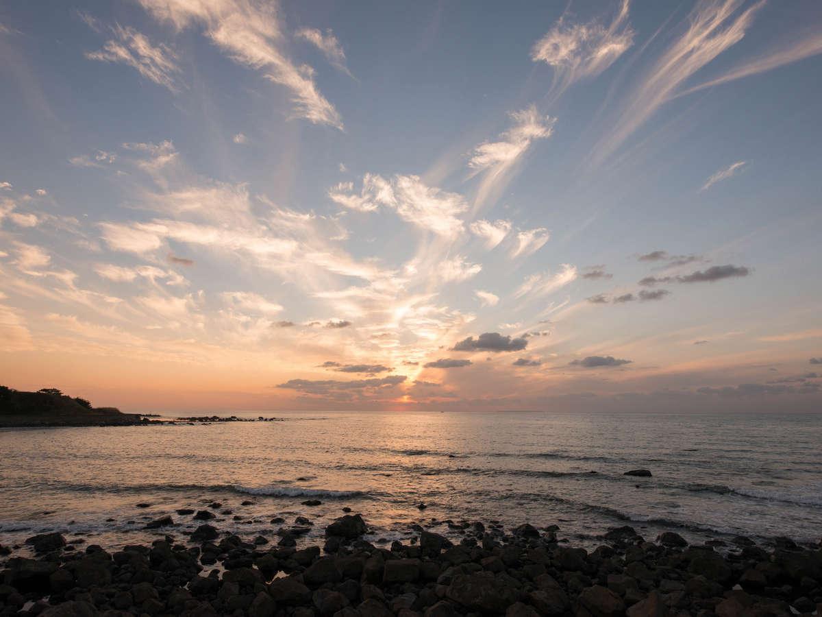 *日本海に沈む美しい夕日を眺め、癒しのひとときをお過ごしください。