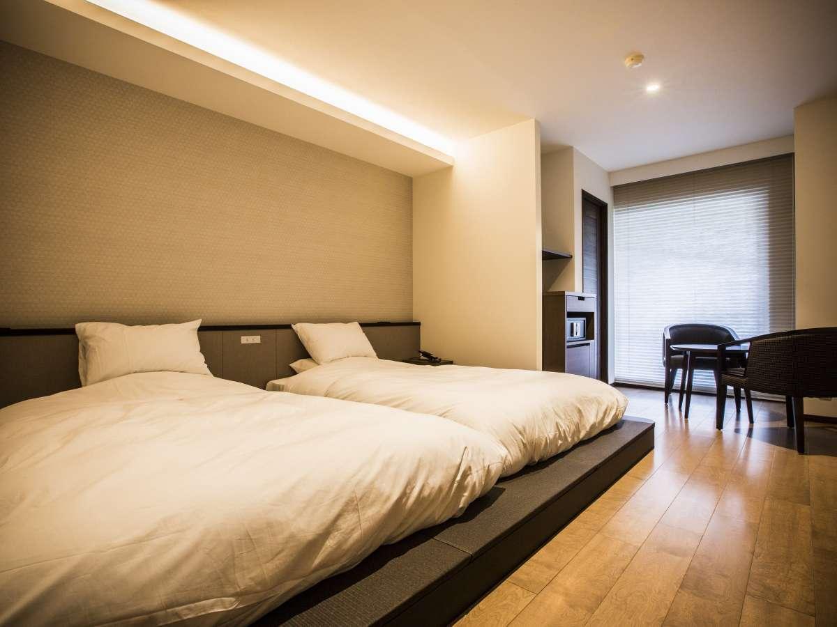 【展望風呂付デラックスツイン】 源泉100%の温泉を客室でお楽しみください