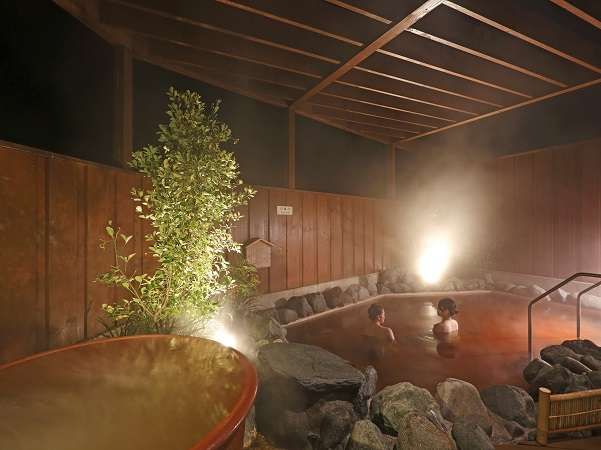 黄金色の温泉でくつろぐゆったりとした時間をお楽しみ下さい