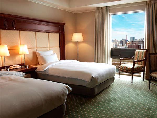 【客室】札幌唯一、全室36平米以上。お荷物が多くても安心。高速LAN・Wi-Fiも全室に対応。(無料)