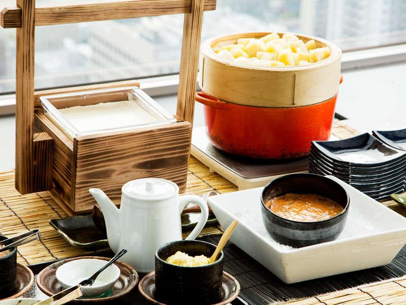 北海道産にがりを使用した自家製豆腐やじゃがいもをご自由に