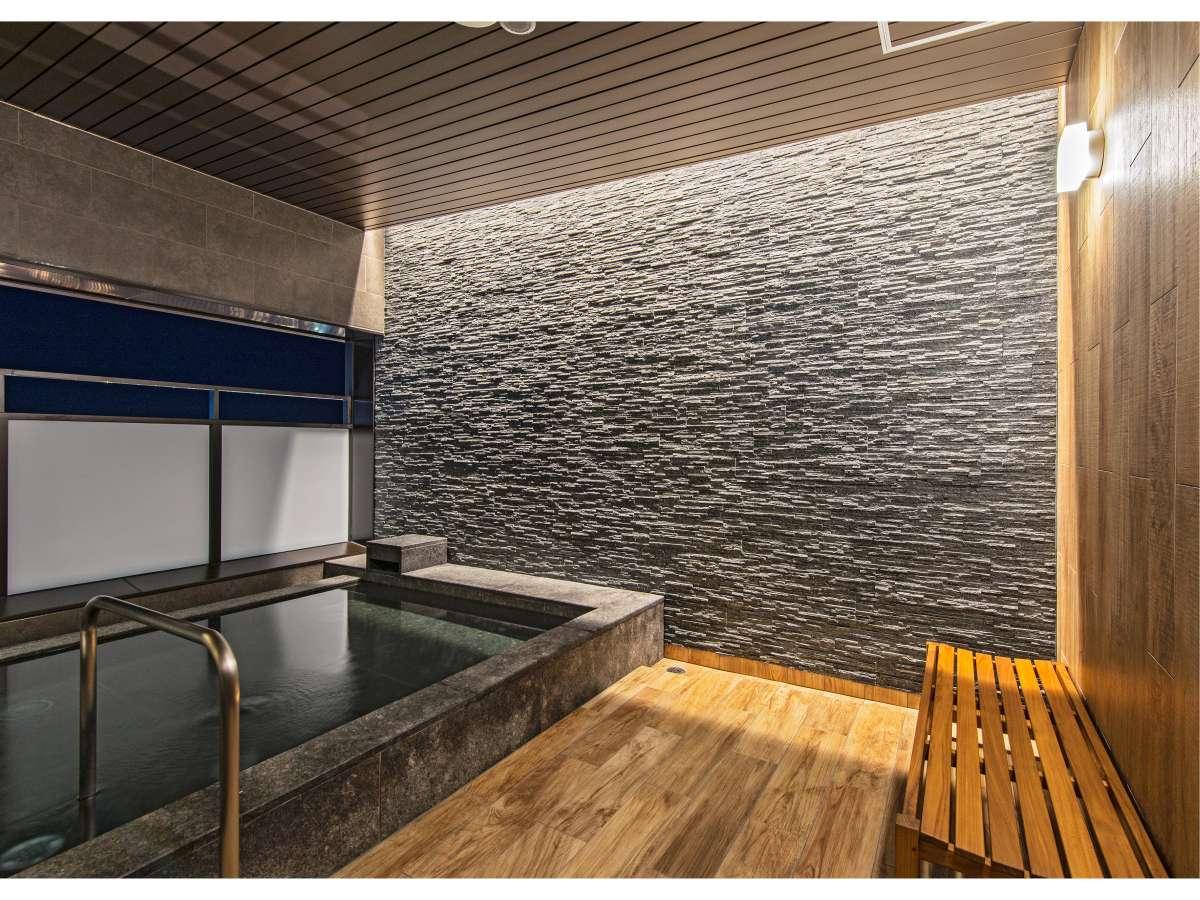 半露天風呂 旭川の空気を感じながらご入浴頂けます