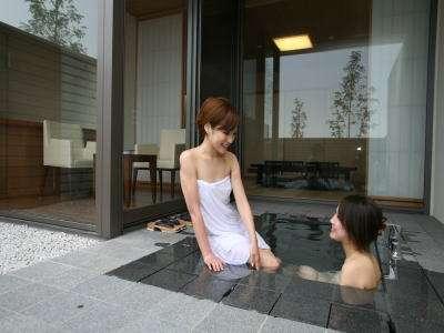 お庭に面した客室露天風呂